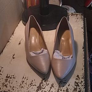Naturalizer leather nude heels